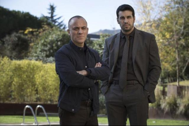 Javier Gutiérrez and Mario Casas in Hogar (2020)