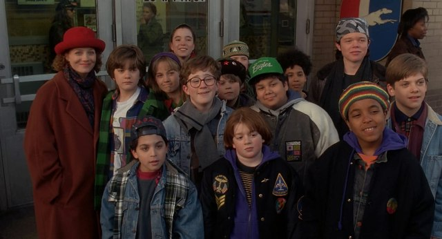 Joshua Jackson, Brandon Quintin Adams, Matt Doherty, Heidi Kling, Vincent LaRusso, Marguerite Moreau, Elden Henson, Aaron Schwartz, Jussie Smollett, and Shaun Weiss in The Mighty Ducks (1992)