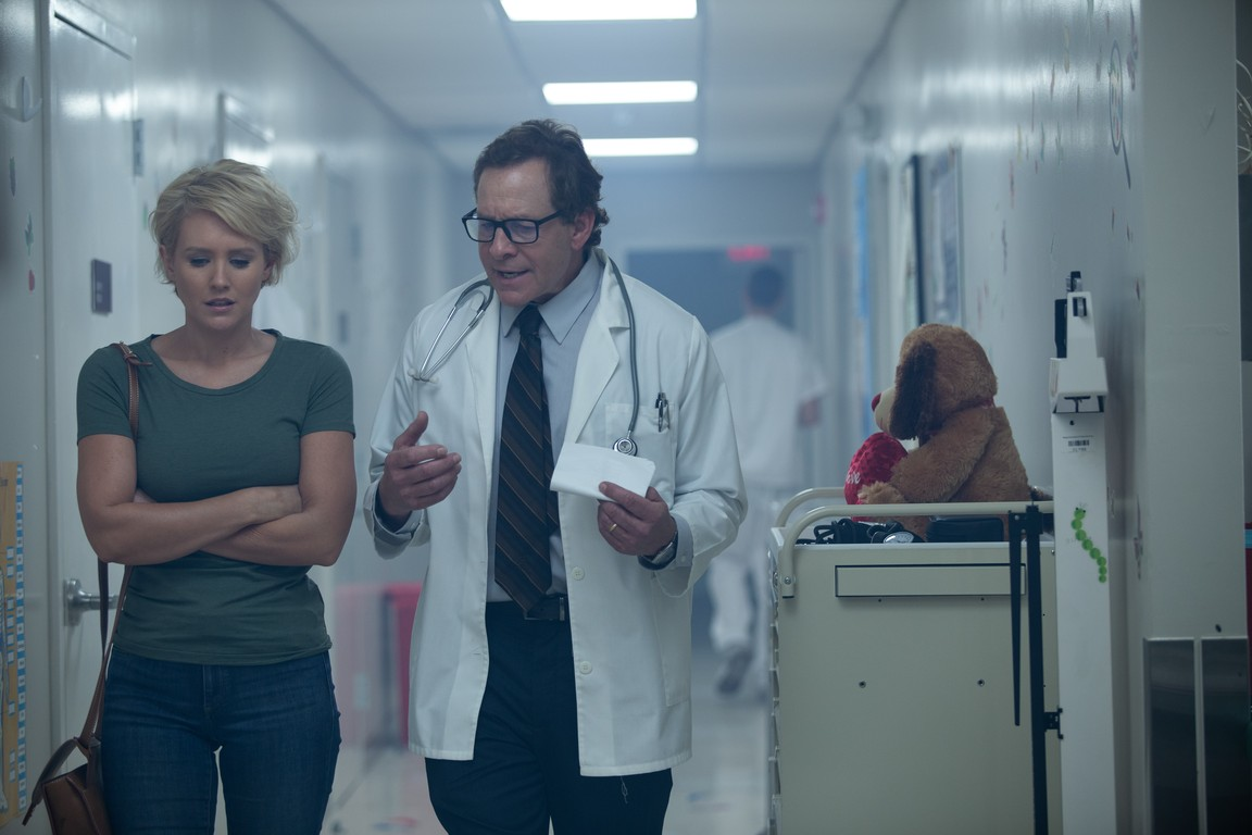 Steve Guttenberg and Nicky Whelan in Trauma Center (2019)