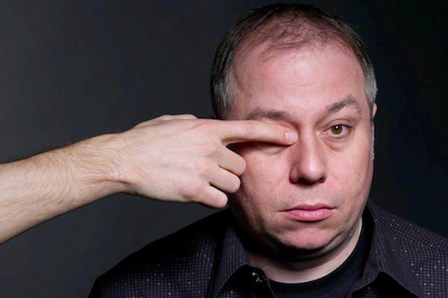 """Krzysztof Varga wydaje nową powieść. """"Masakra"""" to historia Stefana Kołtuna, dawnego rockmana, który błąka się po współczesnej Warszawie."""