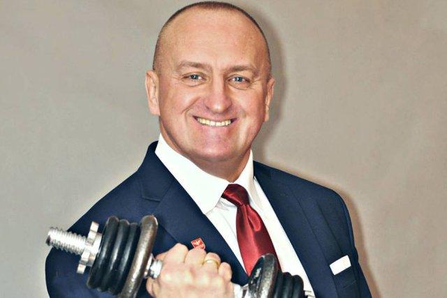 Kandydat Ruchu Narodowego po ogłoszeniu startu w wyborach zwolniony z pracy w klubie fitness.