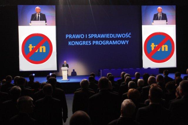 PiS nie wpuścił dziennikarza TVN na wieczór wyborczy. Zdjęcie jest ilustracyjnym fotomontażem do tekstu.
