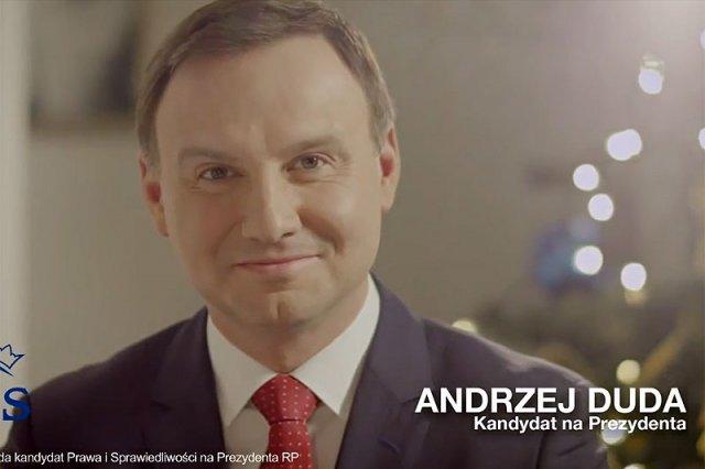 Andrzej Duda przekonuje, że jego najnowszy spot to tylko rozmach w składaniu świątecznych życzeń, a nie kampania wyborcza.