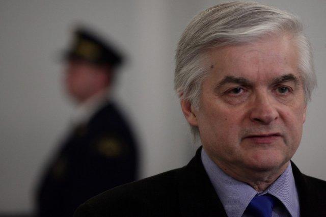 """Włodzimierz Cimoszewicz w wywiadzie dla """"Newsweeka"""" skomentował zarówno historię, jak i współczesną scenę polityczną."""