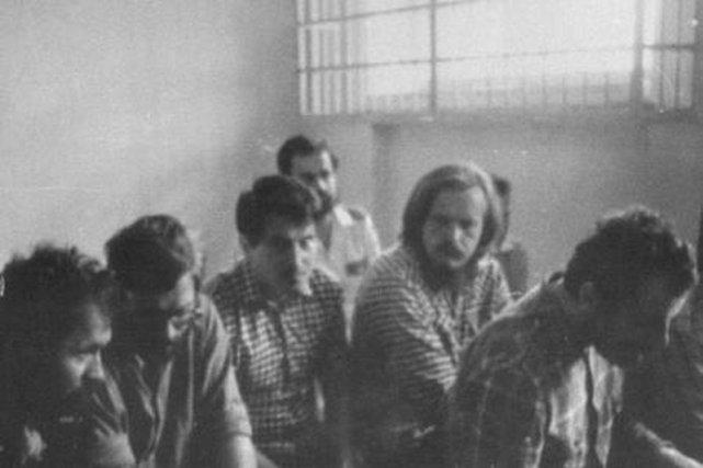 Internowani w więzieniu na Białołęce.