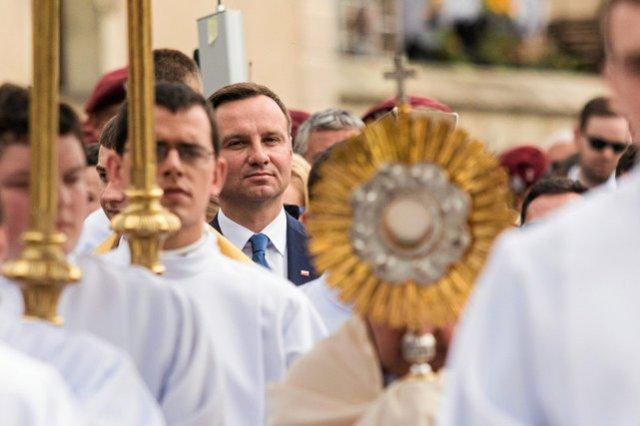 Andrzej Duda podczas krakowskich obchodów Bożego Ciała.
