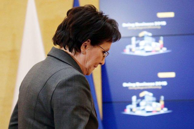 Dlaczego premier Ewa Kopacz pojawia się dziś tylko tam, gdzie koniecznie musi?
