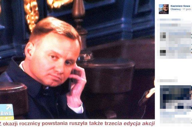 Andrzej Duda został przyłapany na rozmawianiu przez telefon w kościele