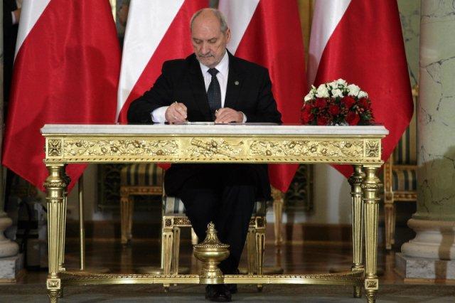 """Macierewicz zaczyna walkę o Smoleńsk. Za kilka dni ruszy komisja, która """"naprawdę"""" wyjaśni co się stało"""