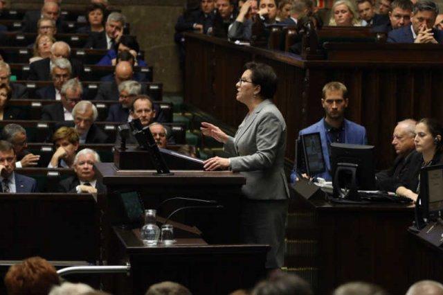 W Sejmie trwa debata o uchodźcach.