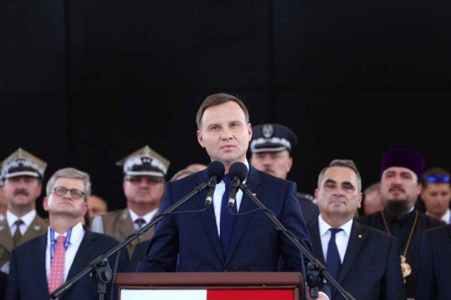 Andrzej Duda złagodził język po kampanii i wycofuje się z niektórych obietnic.