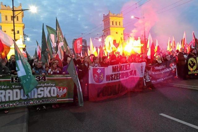 W tym roku uczestnicy Marszu Niepodległości przejdą spod ronda im. Romana Dmowskiego na błonia stadionu PGE Narodowy