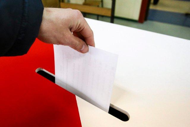 Jedna urna, jeden spis, ale dwie frekwencje - Krajowe Biuro Wyborcze precyzuje organizacyjne kwestie związane z referendum i wyborami parlamentarnymi.