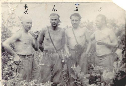 """Trzeci z lewej Józef Franczak ps. """"Lalek"""", prawdopodobnie 1948 r."""