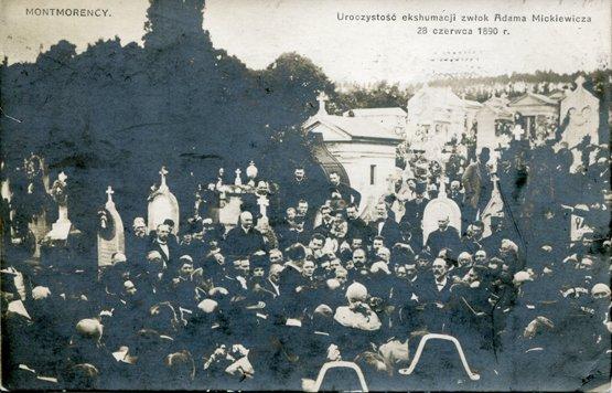Ekshumacja prochów Adama Mickiewicza w Montmorency, pocztówka z ok. 1905 roku.
