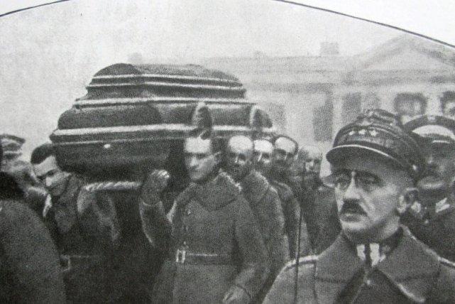 Pogrzeb prezydenta Narutowicza - ofiary politycznej nagonki. Warszawa, 19 grudnia 1922 roku.