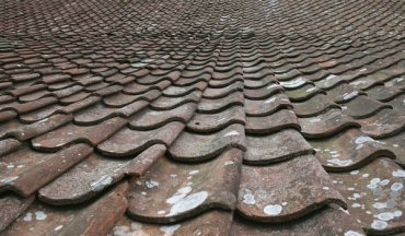 「old tile roof」の画像検索結果