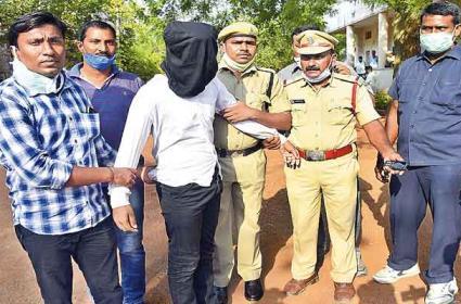Warangal CP Ravinder Revealed Gorrekunta Murder Case - Sakshi