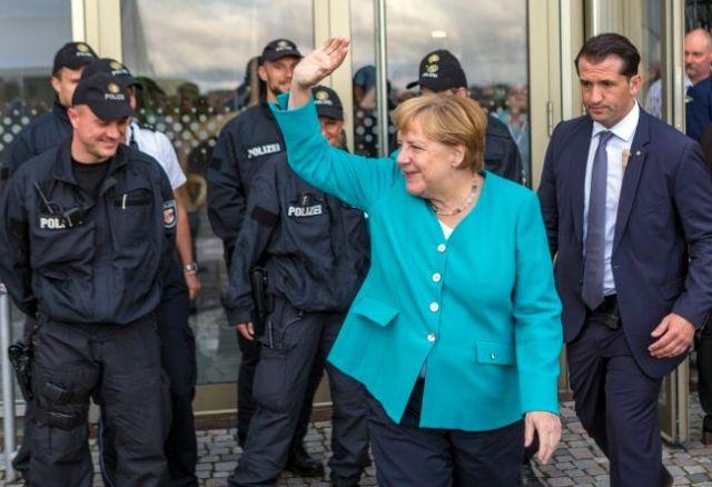 Kanclerz Niemiec Angela Merkel broni swojej polityki migracyjnej i opowieda się za certyfikatami na emisję CO2. Fot. PAP/PAP/EPA/JENS KOEHLER