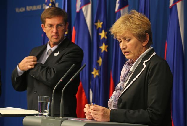 Premier dr. Miro Cerar še zaupa ministrici za okolje Ireni Majcen: pa lahko zaupa tudi njeni strategiji monitoriranja onesnaženo