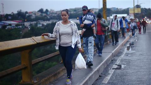 Migrant Caravan Heads Toward Mexico's Southern Border