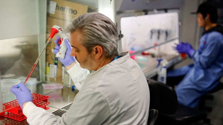Surto de coronavírus testa nova estratégia de desenvolvimento de vacinas