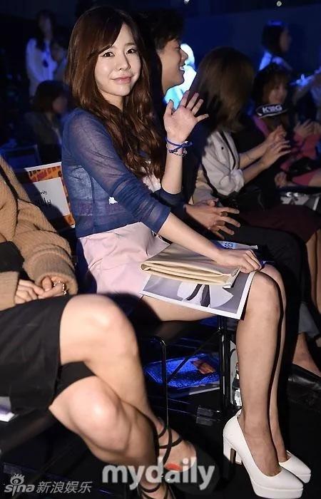 韓國女星鬥豔首爾時裝周 美腿蠻腰一覽無餘