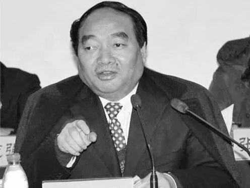 邓光英披露,曾因淫乱视频轰动一时的雷政富,也是重庆官员活摘器官链上的一员。(网络图片)