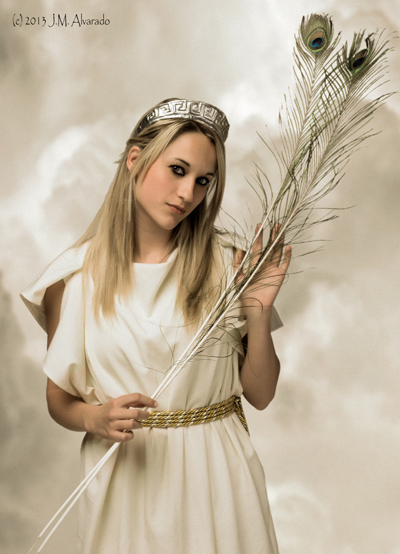 Hera (juno), celosa esposa de Zeus/Jupiter, diosa del matrimonio y la familia.