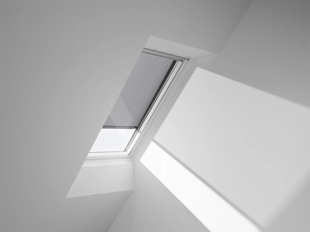 store fenetre de toit velux pare soleil electrique sk06 h 118 x l 114 cm