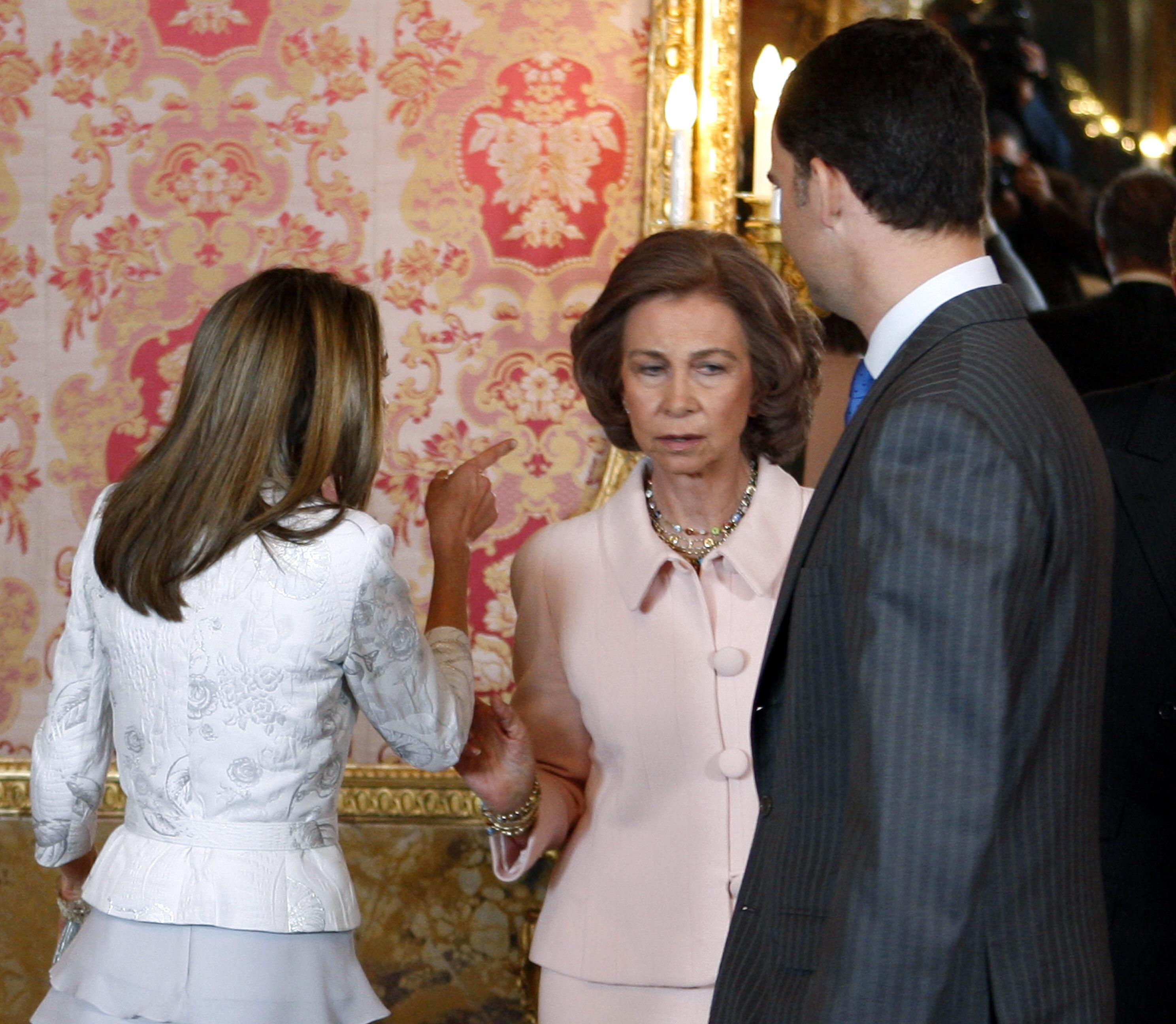 El Oscuro Pasado De La Reina Letizia De España Las Monedas De Judas