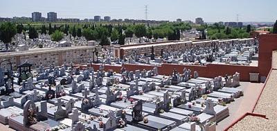 El cementerio de la Almudena, donde las leyendas forman parte de su historia...