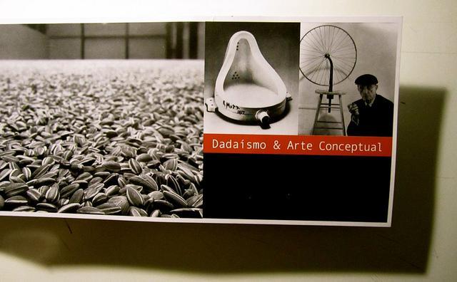 https://i0.wp.com/m1.paperblog.com/i/42/425080/dadaismo-arte-conceptual-L-YNU_Ip.jpeg
