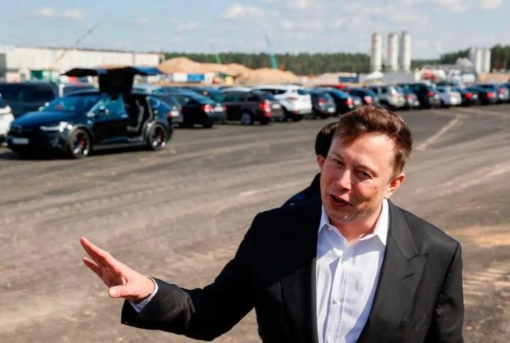 Tesla, Mercedes et Ford dénoncent en justice les taxes de Trump contre Pékin