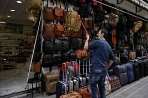 La Grèce rouvre les magasins, malgré les mauvais chiffres