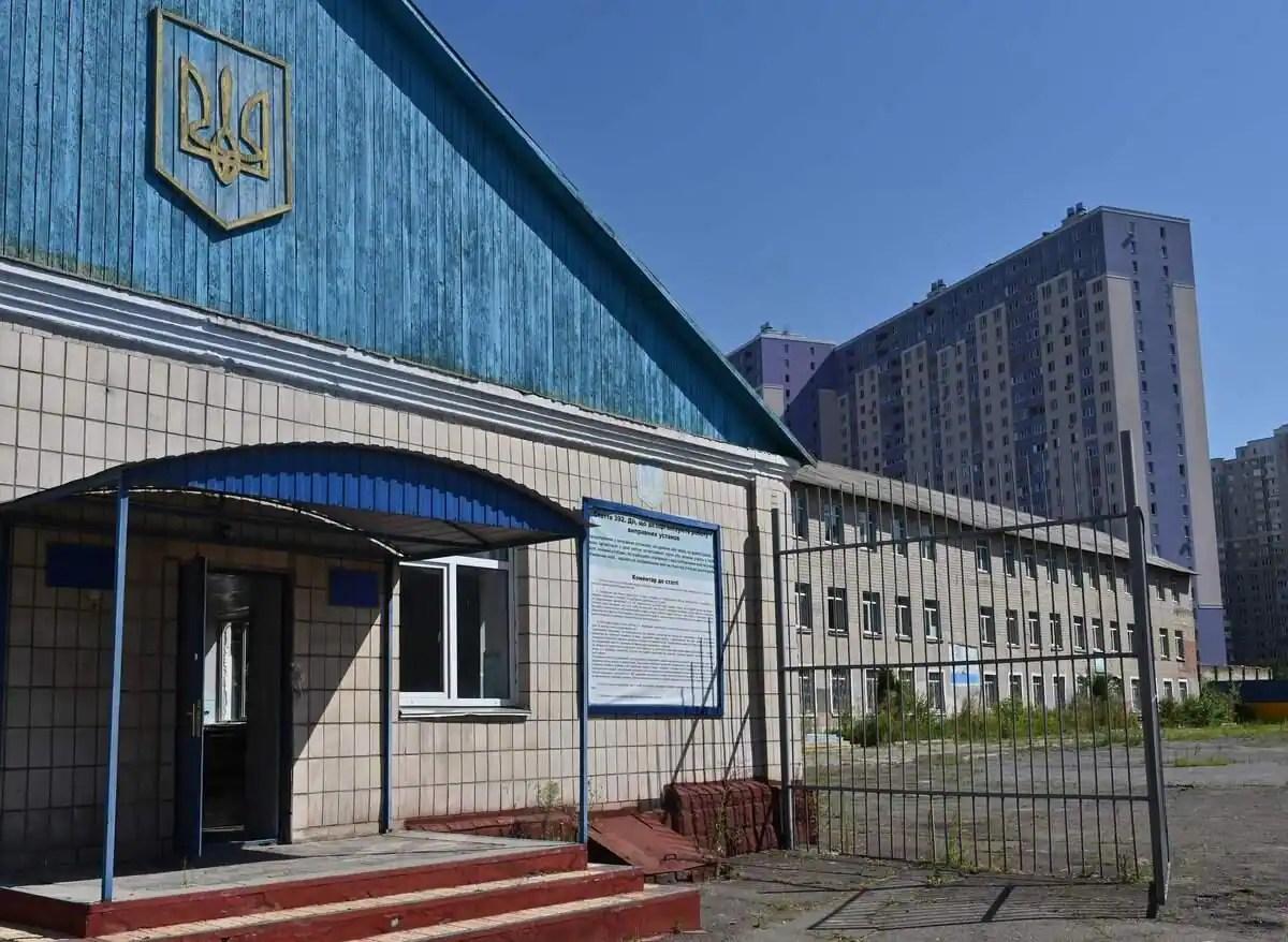 Ukraine: elle creuse un tunnel pour faire évader son fils de prison