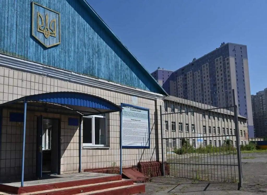 Ukraine: elle creuse un tunnel pour que son fils s'évade de prison