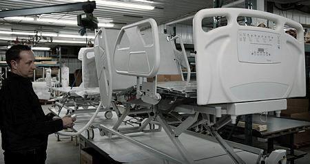 Pandémie de COVID-19: effort de guerre chez un fabricant de lits d'hôpitaux