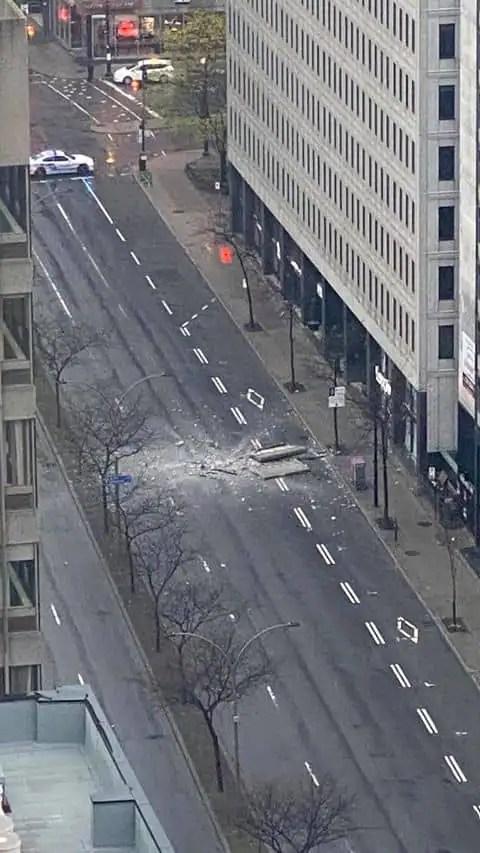 Un bloc de béton s'écrase sur le boulevard René-Lévesque