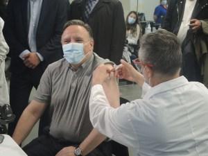 Le premier ministre François Legault vacciné au Stade olympique de Montréal