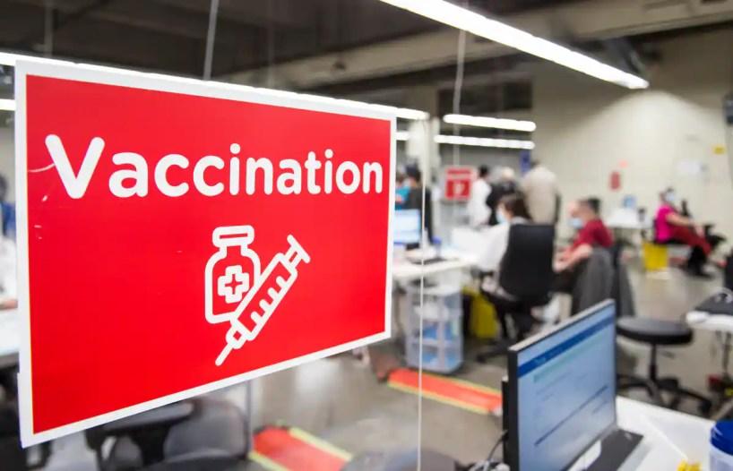 COVID-19: Québec recrute 500 nouveaux vaccinateurs en moins d'une semaine