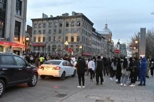 [EN IMAGES] Manifestation contre le couvre-feu dans le Vieux-Montréal