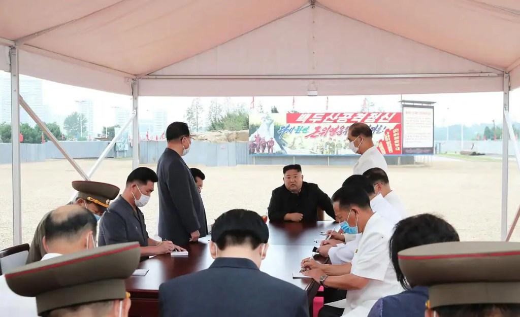 Kim Jong Un réprimande les responsables du chantier d'un grand hôpital à Pyongyang