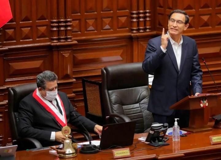 Pérou: le président Vizcarra échappe à la destitution par le Parlement