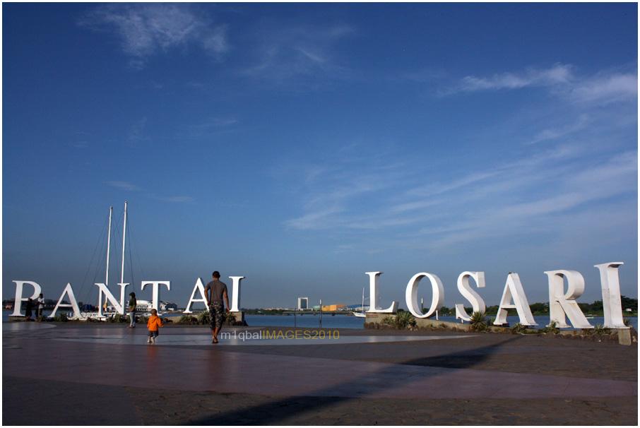 Pagi Petang di Pantai Losari Makassar (1/5)