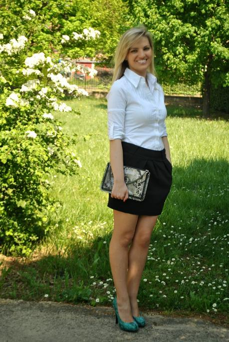 Outfit black skirt and white shirt  Paperblog
