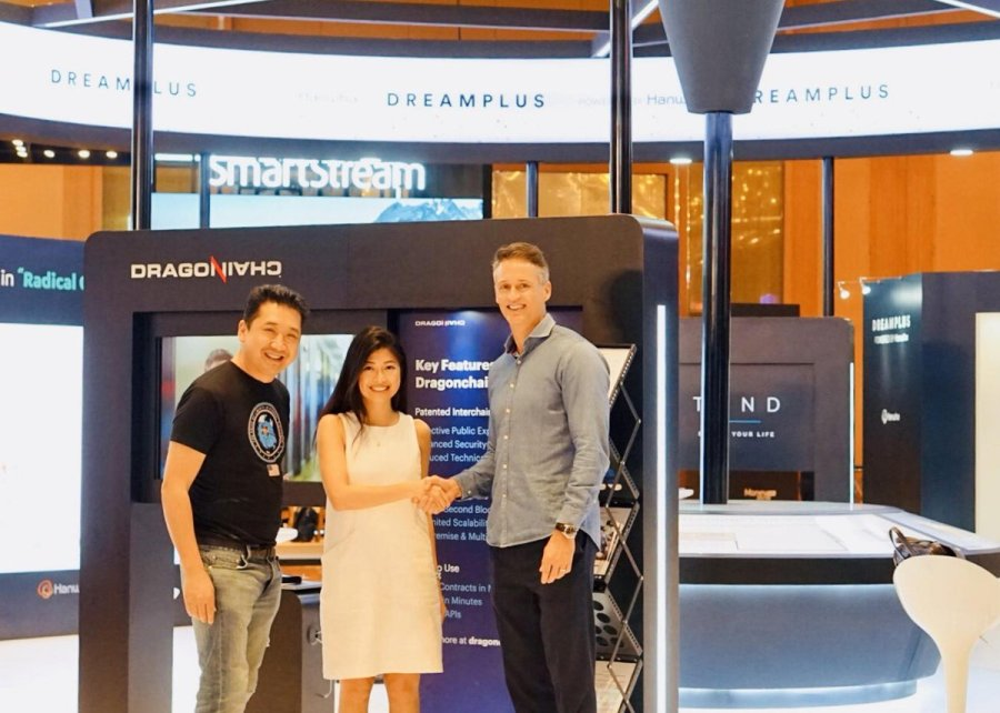 Sieng van Tran, President of Dragonchain Academy (left),  Nicole Lim, Partnership Director, Egg Group (centre) and Patrik Silborn (Co-founder, M2030)