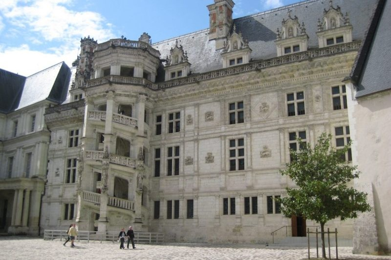 chateaux loire valley motorcycle tour
