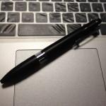 万能なのは油性ボールペン。太い方が書きやすい。
