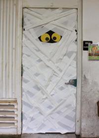 Mummy Door & Mummy Door : You Can Make This Spooky Mummy ...